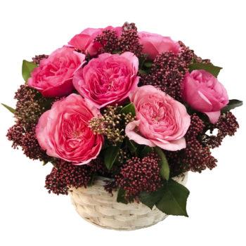 Корзинка с пионовидными розами